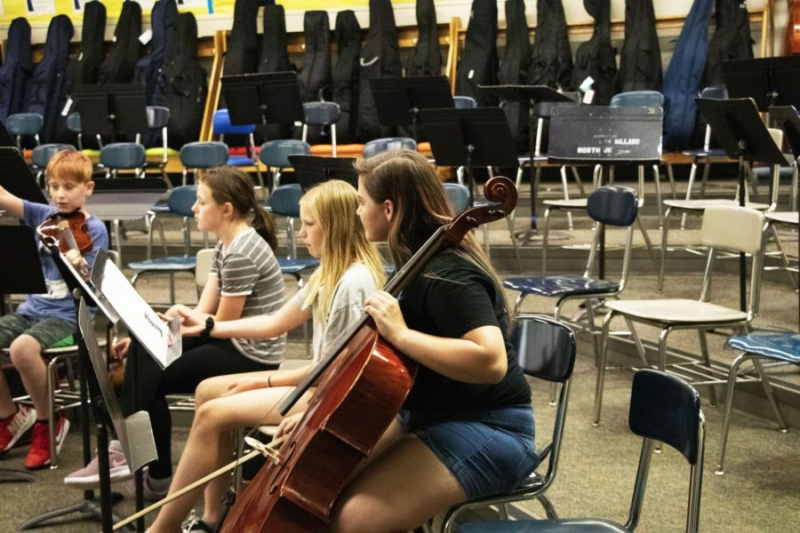 Senior Amelia Tesch works with a middle school student on their performance. Most MN students volunteer once a week.